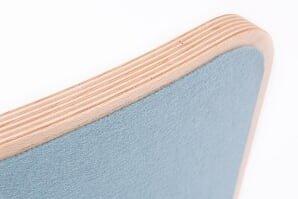 Deska posiada warstwę filcu od spodu