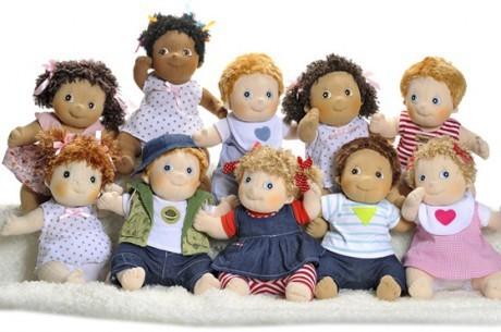 Marka Rubens Barn oferuje wiele wzorów lalek przytulanek dla dziewczynek ale też chłopców