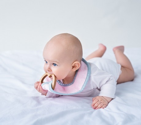 Śliniak bambusowy z gryzakiem klonowym SupeRRO Baby eco | Lullalove