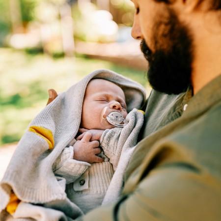 Szary zestaw startowy dla noworodka Welcome Baby Set Suavinex HYGGE BABY