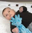 Przytulankę Zeb Snoozebaby polubi każde dziecko