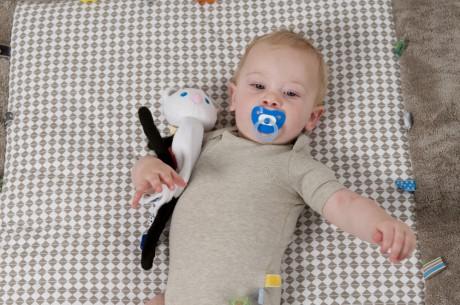 Przytulanka - pacynka Lune | Snoozebaby - idealna jako pierwsza zabawka dla Maluszka
