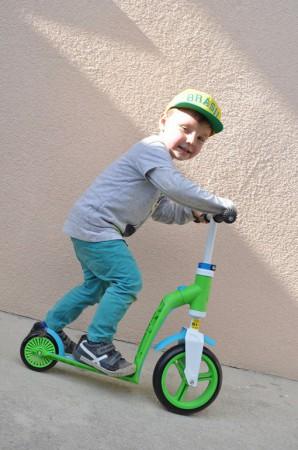 Rowerek biegowy i hulajnoga 2w1 | Highwaybaby | Scoot & Ride | hulajnoga posiada również hamulec tylnego koła