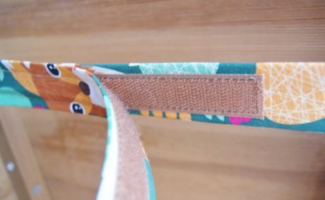 Poduszka na krzesło dla dziecka | Lela Blanc - zapięcie poduszki pod krzesłem na rzep