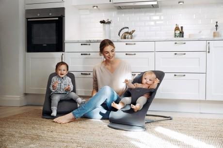 Leżaczek dla dziecka   BLISS MESH Antracytowy   BABYBJORN