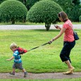 Plecak ze smyczą dla dziecka | wzór Monster Skaters Red | Hugger