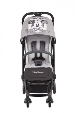Kolorystyka wózka jest designerska z elementami czerni, szarości i matowego srebra