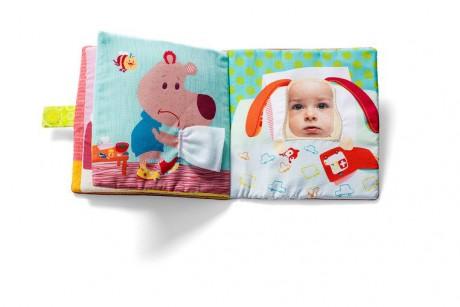 Na jednej ze stron widnieje kieszonka, w którą można włożyć zdjęcie dziecka