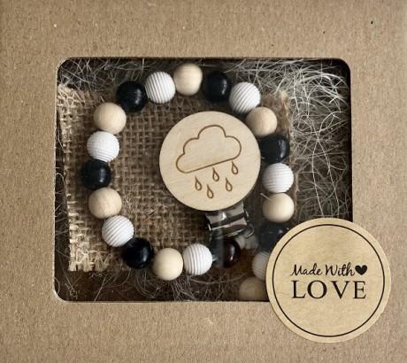 Ręcznie robiona, drewniana zawieszka do smoczka | Chmurka z deszczem | Luna
